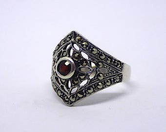 Silver ring with a garnet and Markasiten from the 40s