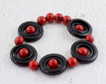 Red and Black Bracelet made of Tagua - Nut Jewelry - Red Bangle - Gift Ideas for Women - Black Chunky Bracelet - Stretchy Bracelet