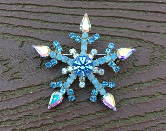 Vintage Jewelry Stunning Aurora Borealis & Blue Rhinestones  Snowflake Pin Brooch
