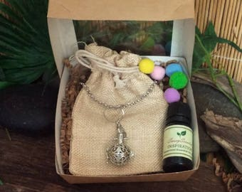 Essential Oil Diffuser Necklace - Closeout - Diffuser Jewelry - Aromatherapy Locket - SassyScented - 10ml Essential Oil - 10 Oil Puffs