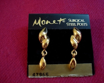MONET Gold Pierced Earrings 35.00 Tag Vintage 1980's but still on original card! Valentines Mother's Day Gift #03