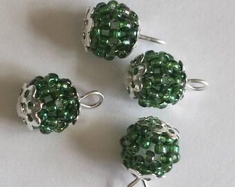 4 pendants seed beads (2.5 mm) transparent green