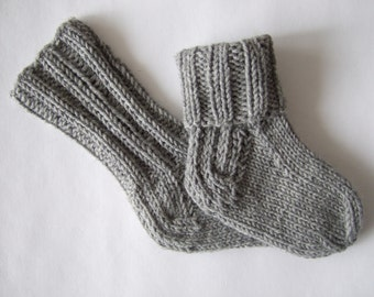 Knitted of 100% wool. Soft and warm light gray newborn baby socks ( 0 - 3 months ). Handmade.
