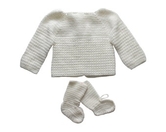 French Vintage 50 to 70's / baby ensemble / handknitted sweater and booties / white wool blend / new old stock / size 9 months