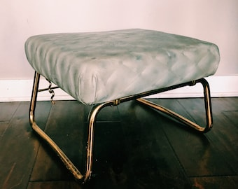 Vintage Pearl-Wick Leg Lounger / Gray + Gold Adjustable Foot Stool