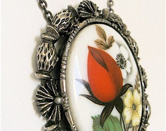 CARMINE Pineapple Rose Vintage Cameo Necklace