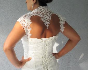 Wedding Bridal Ivory Beaded Lace Keyhole Heart Back Bolero Shrug Jacket. Size Small