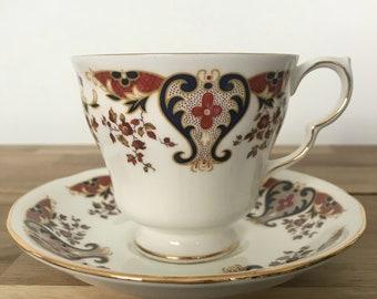 Vintage teacup candle - ornate pattern