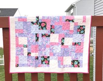 Floral Quilt / Handmade Quilt / Lap Quilt / Throw Quilt / Modern Quilt / Handmade Gift / Housewarming Gift