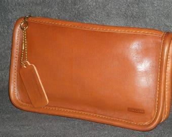 COACH British TaN w/ Black Trim Vintage Leather Chunky Case Makeup Bag Cashin CLUTCH Wallet GORGEOUS!