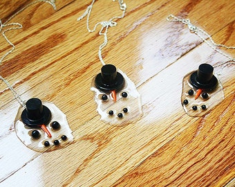 It's so hot! My Snowman melts necklace