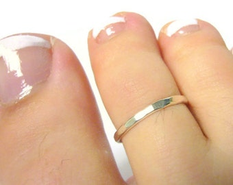 Sterling silver toe ring • Sterling toe ring • Hammered toe ring adjustable