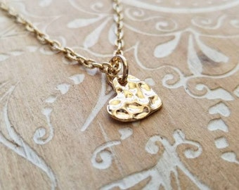 Hammered Gold Heart Charm Necklace, Delicate Tiny Gold Heart Necklace, Golden Heart Gift for Girlfriend, Golden Heart Gift for Mother
