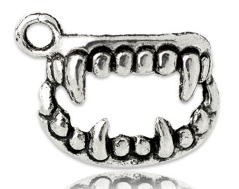 5 pieces Antique Silver Vampire Teeth Charms