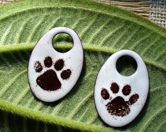 Émaillé de cuivre / paire de boucle d'oreille / Muddy Paws/cuivre composants/émail cuivre bijoux bijoux/brun et blanc/pet bijoux/chiens /