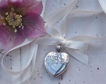 Wedding Bouquet Vintage Memory Locket