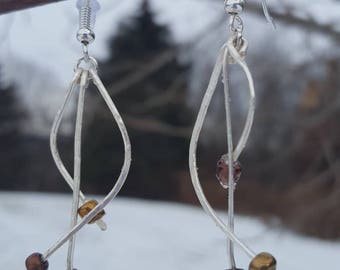 Hammered silver wire and glass bead earrings