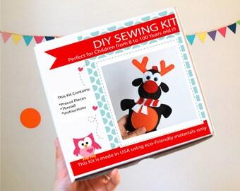 Noël renne Kit de couture, l'artisanat feutre enfants, Kit de couture de feutre dans une boîte, 8 + artisanat ans, pas besoin de machine à coudre, A823