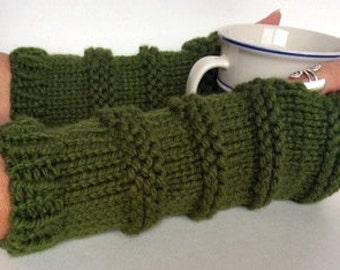 Green Fingerless Gloves, Knit Wristwarmers, Knit Texting Gloves, Green Knit Gloves, Green Wristwarmers, Texting Gloves, Knit Mittens