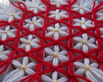 Retro Woven Kitchen Trivet, Ruby Red Trellis, Yarn Hot Pad, Yarn Serving Mat, Yarn Trivet, Woven Mat, Red Hot Pad, Daisy Trivet, Red Flowers