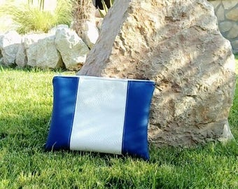 clutch faux leather blue and white 28 x 22 cm
