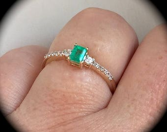 Columbian Emerald Ring 9ct Yellow Gold Size P 1/2 (US 8)  'Certified'  Exquisite Colour!