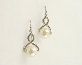 Pearl  Earrings  Vintage  Faux Pearl Silver Toned Dangle Mint Condition Gift for Mom Gift for Her