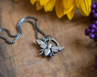 Valentine Gift for Her Bee Necklace Sterling Silver Bumble Bee Necklace Bee Pendant with Honeycomb Gifts for Girlfriend Gift Sister Mom Wife