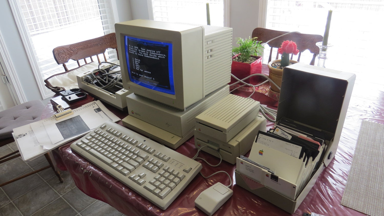"Vintage Apple Macintosh Computer IIGS Complete System Limited Edition With Steve Wonziak ""WOZ"" signature Rare Collectors Dream"