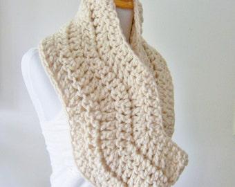Crochet Circle Scarf, Crochet Cowl, Crochet Neck Warmer, Cream Cowl
