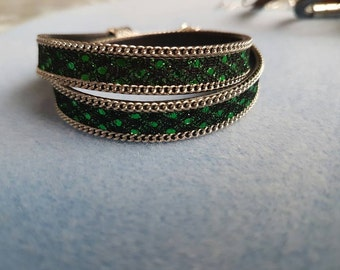 2 in 1. Handmade bracelet or choker . Green-silver-black.