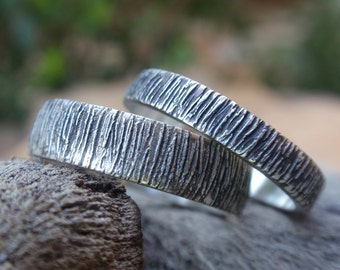 Wood Grain Wedding Band Set His and Hers Oxidized Tree Bark Textured Rings 5mm & 4mm Sterling Silver Handmade Jewelry Rustic Country Wedding