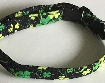 St. Patrick's Day Green  Shamrock Dog & Cat Collar with Sparkling Black Background