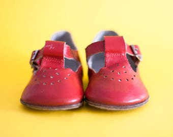 Vintage Red Girl Shoes Soviet Union Boots Red Sandals FREE SHIPPING Leather Shoes Vintage Toddler Shoes Red Shoes Toddler Made in USSR