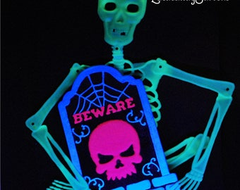 "Halloween Glow in Dark ""BEWARE"" TOMBSTONE Yard Art"