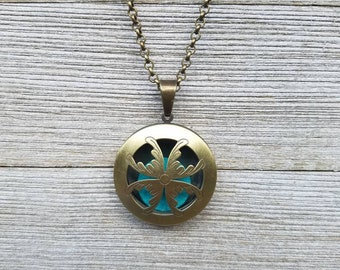 Essential Oil Diffuser Necklace with 5 felt pads & Sample of DT Lavender Essential Oil