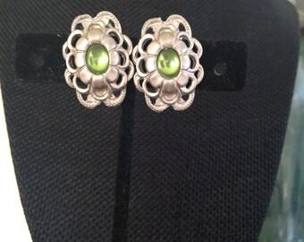 Green clip on earrings, earrings non pierced, clips earrings, earrings clips, green clip earrings, green silver earrings with clips, E105