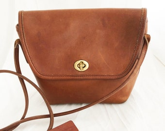 Coach - British Tan Leather Quincy Bag over the shoulder turn lock solid brass hardware 9919