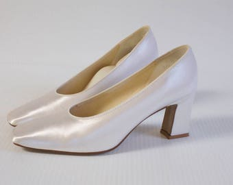 Vintage Dyeables White Satin Formal Wedding Shoes size 7.5B