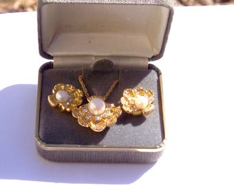 Vintage Avon Shell  Necklace and Pierced Earring Set