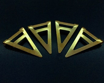 100 pcs Raw Brass 16,5x25 mm Triangle Necklace