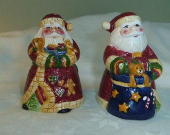 "Santa Claus Salt Pepper Shakers Unmarked Christmas 4"" tall Home Decor"