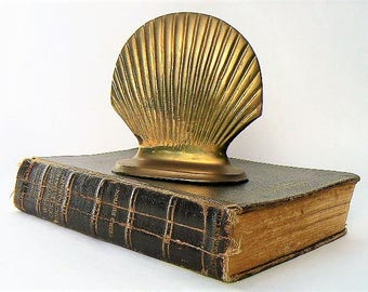 "Vintage Brass Scallop Shell Book End / Home Decor - Single Bookend in the Shape of Scallop / Clam / Mollusk Seashell Symbol 4 1/2"" Tall/Wide"