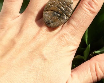 Ring fimo oval, Brown, slightly iridescent, textured