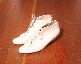Vintage 1990s White Auditions Victorian Lace up Ankle Boots size 8M