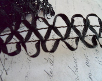 Looped Loose Braid with Wired Ribbon in Black.  approx 1 inch wide