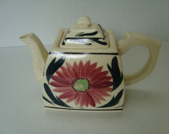 Vintage Pretty Teapot