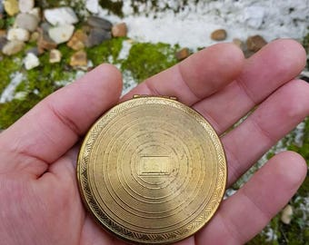Vintage gold tone Darling powder compact in good vintage condition with original powder by Darling