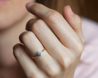 Bicolor Sapphire Ring, Gold Sapphire Ring, Blue Sapphire Ring, Sapphire Engagement Ring, Solitaire Sapphire Ring, Solitaire Engagement Ring