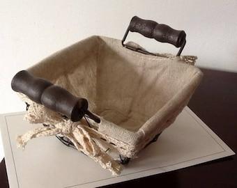 Empty basket Pocket wire and wrists wood